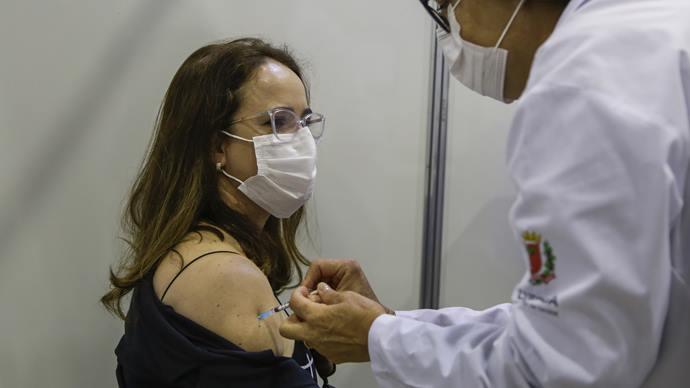 Vacinação é ampliada para educadores de 36 anos nesta terça-feira. Foto: Pedro Ribas/SMCS