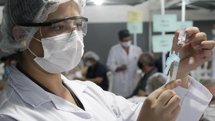 Nesta segunda-feira, Curitiba vacina nascidos em 1986 e 1987. Curitiba. Foto: Ricardo Marajó/SMCS (arquivo)