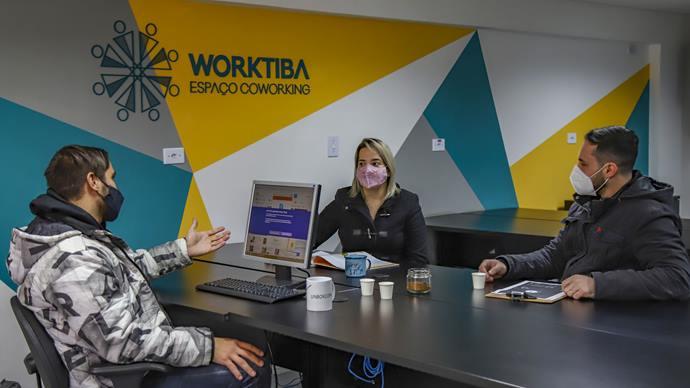 Ampreendedores e startups que estão no Worktiba Cine Passeio - Curitiba, 29/07/2021 - Foto: Daniel Castellano / SMCS