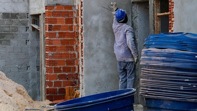 O emprego em Curitiba foi puxado pelos setores de serviços, com saldo de 16.561 vagas, e construção civil, com 5.759.. Foto: Rafael Silva