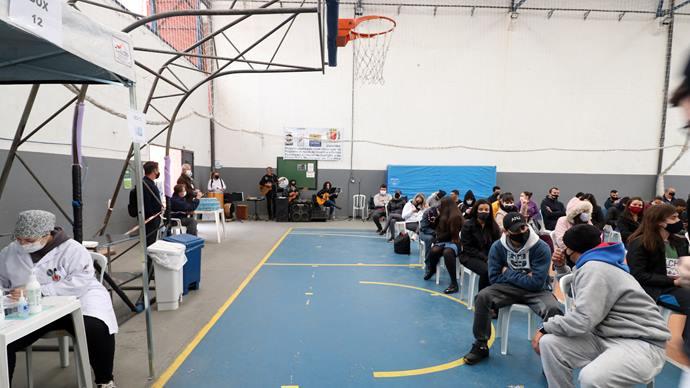 Grupo Curitando se apresentando  no Centro de Esporte e Lazer Avelino Vieira. Curitiba, 24/09/2021. Foto: Lucilia Guimarães/SMCS