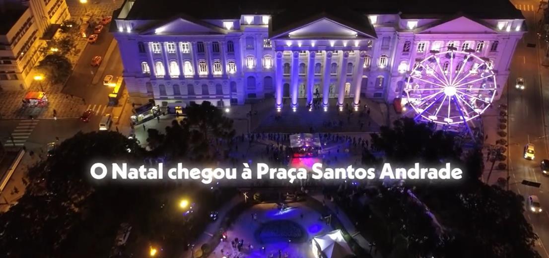 A Vila de Natal Eletrolux está deixando a Praça Santos Andrade ainda mais iluminada